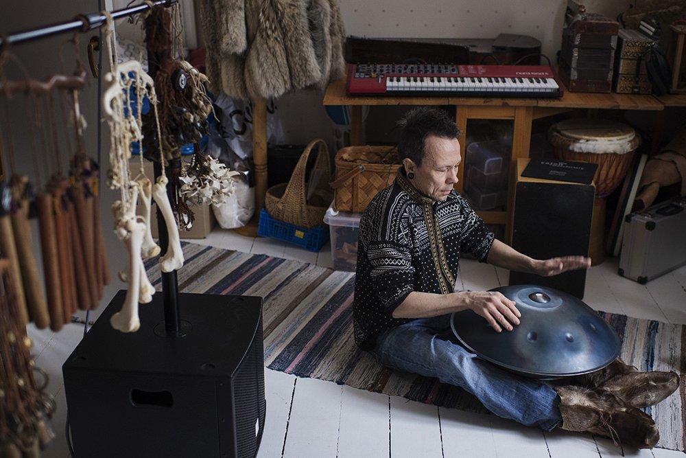 Ola Stinnerbom, Sami artist and drum maker.